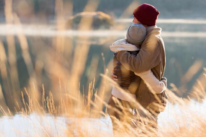 couple-hugging_gltrends.com_.jpg