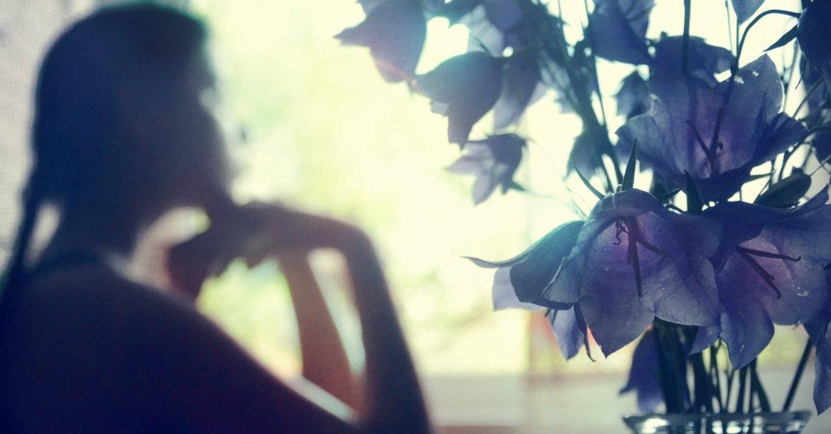 34567-singlewoman-womanthinking-flowers.1200w.tn.jpg