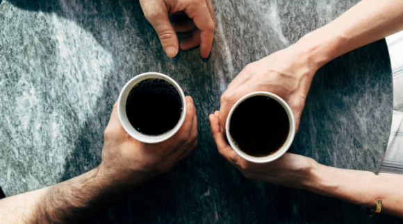 couple-drinking-coffee-at-table-650x362